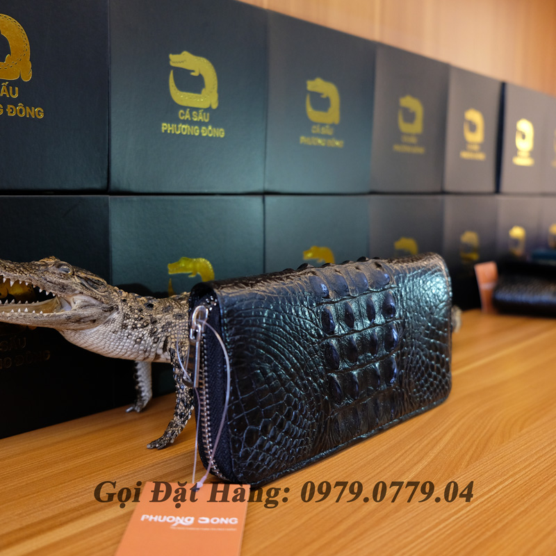 Mua ví cầm tay da cá sấu cao cấp ở đâu?